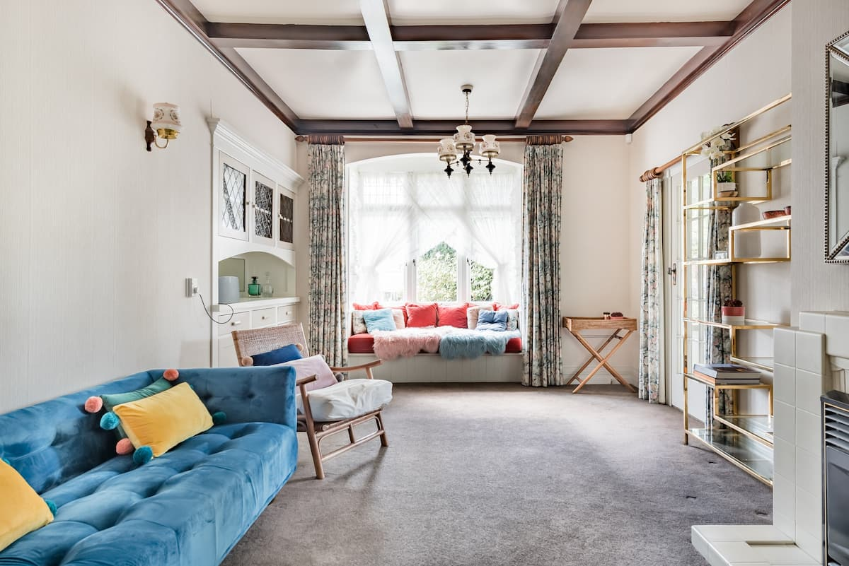 Charming, Well-Preserved 1907 House by a Lake Near Cambridge