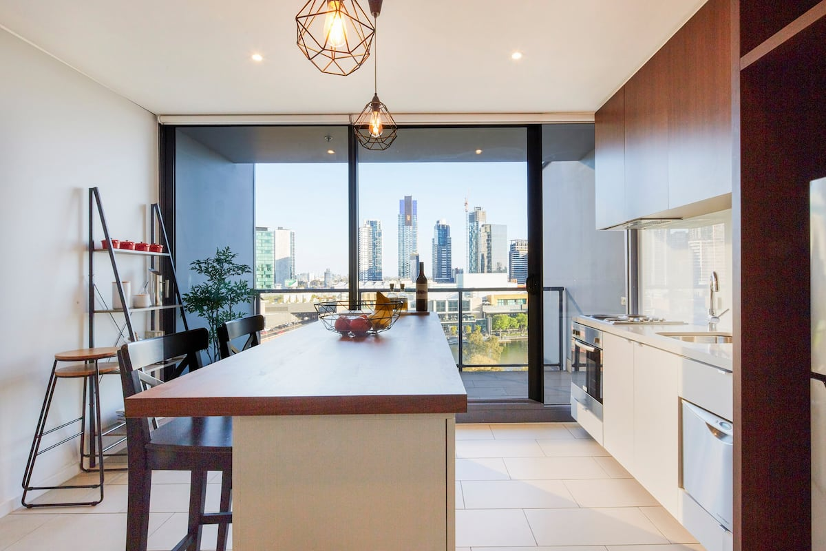 Waterfront Apartment with Yarra River Views
