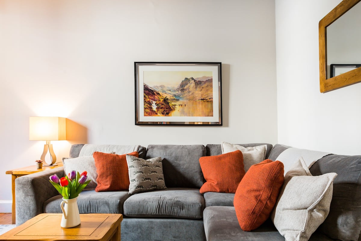 Contemporary Meets Traditional in this Scottish Apartment