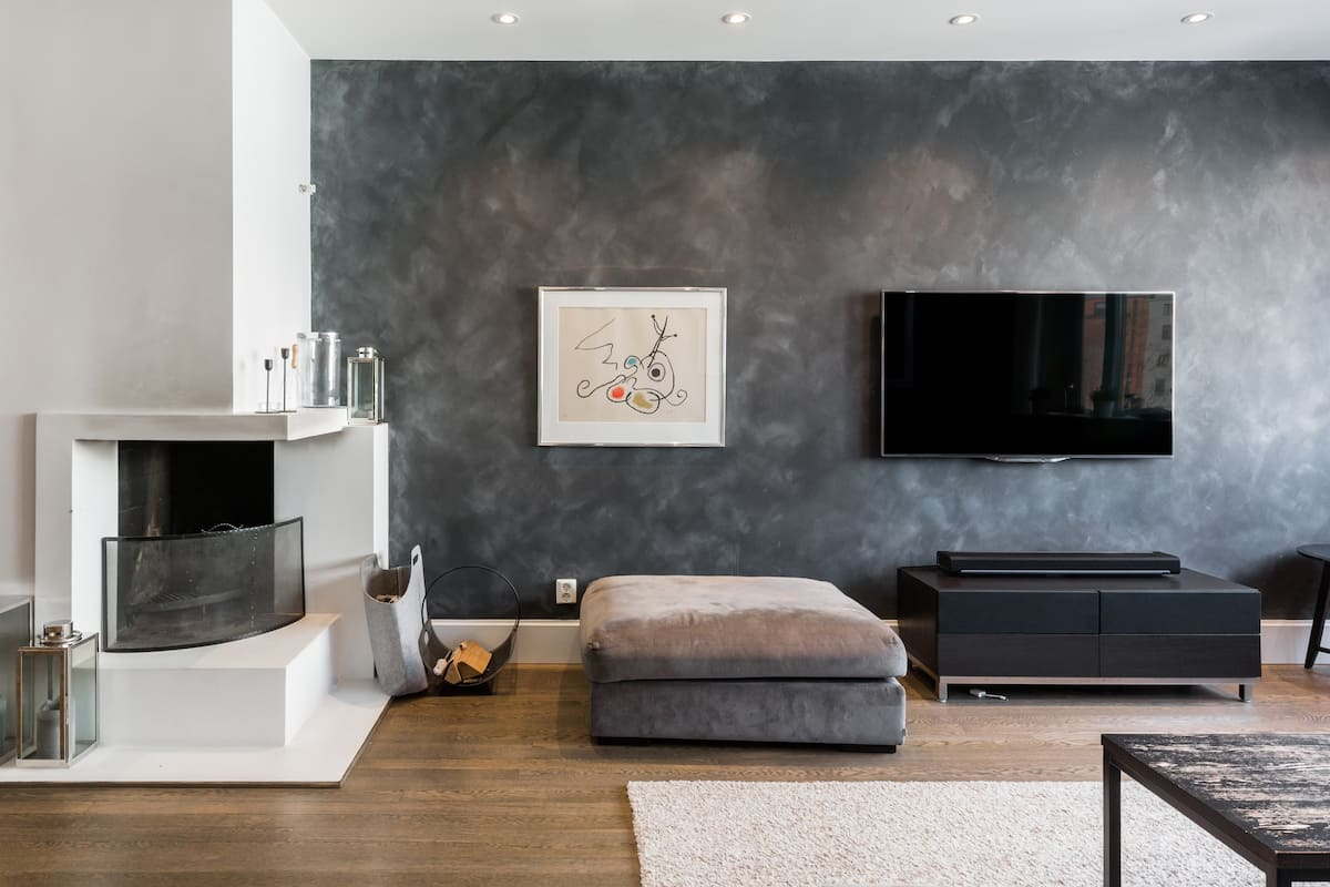 Sit by the Fireplace in Modern Comfort near Vigeland Park