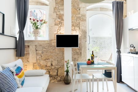 Modern house / stay in Ortigia