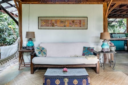 Magical Bohemian Retreat near Kealakekua Bay