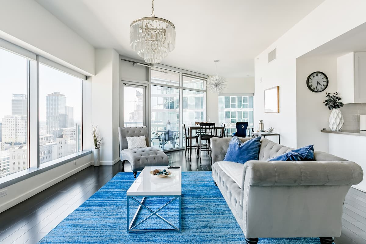 Wake up to Panoramic City Views at a Refined Urban Pad