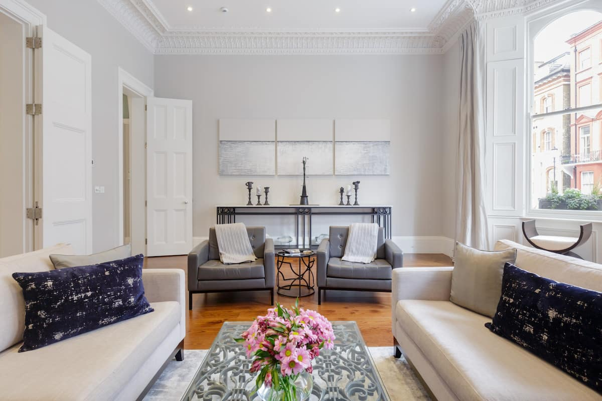 Grand and Gorgeous—South Kensington Apartment near Harrods