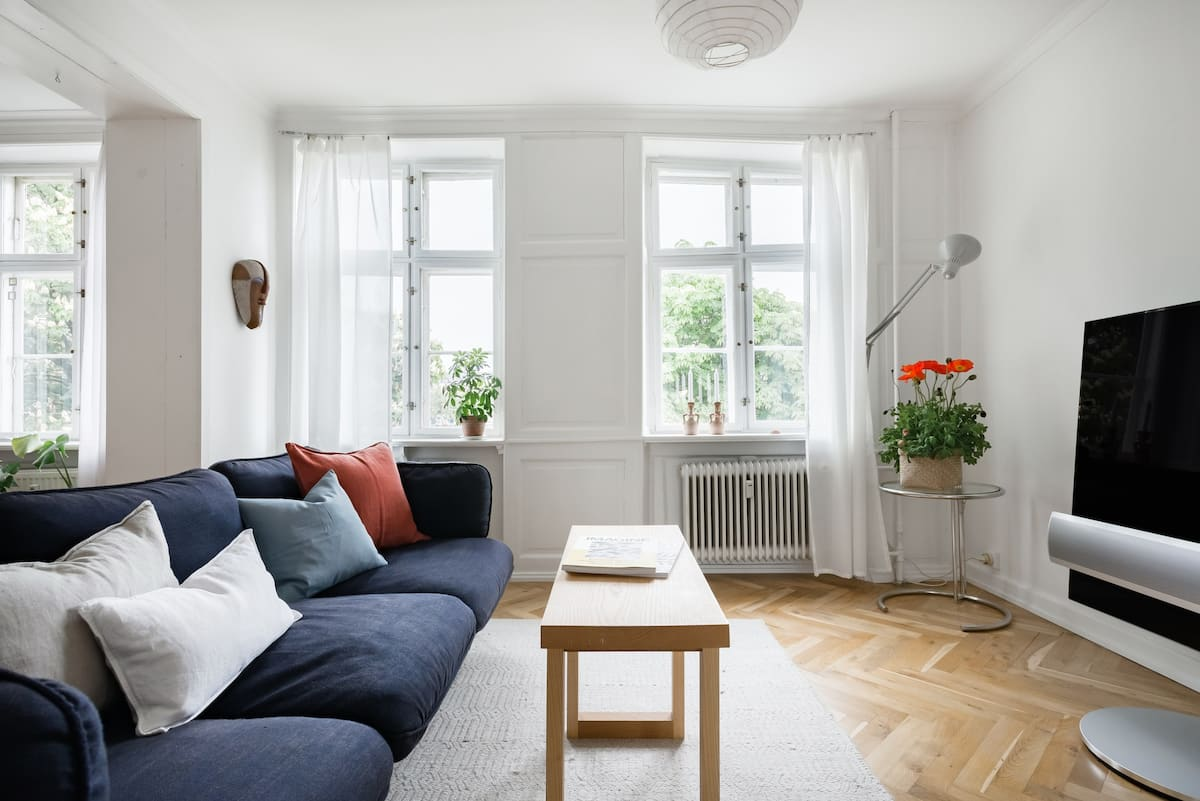 Chill at a Crisp Nørrebro Pad with Stunning Lake Views