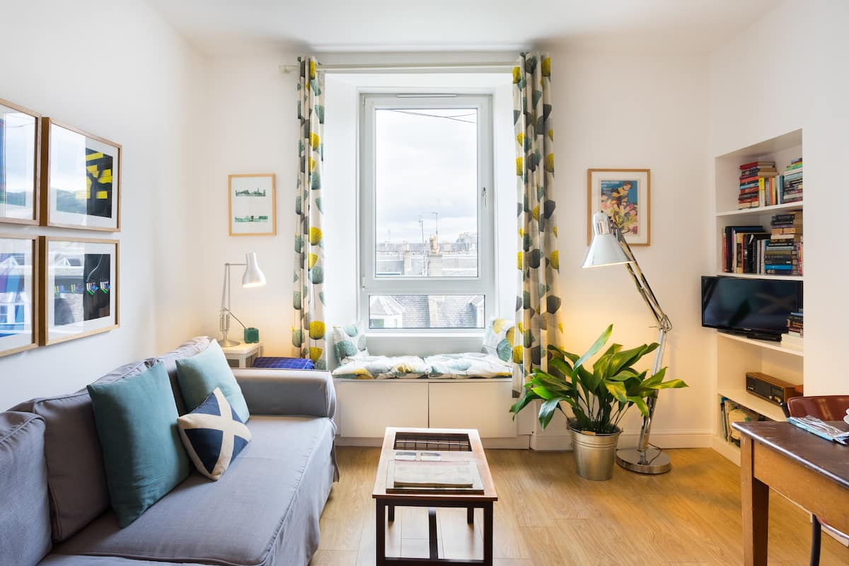 Explore the Royal Mile from a City View Apartment