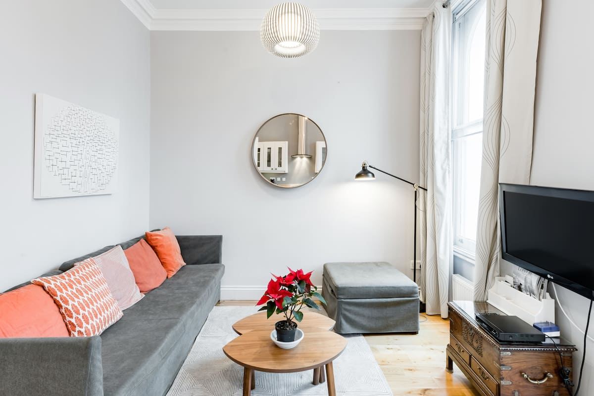 Discover Chelsea from a Radiant Apartment