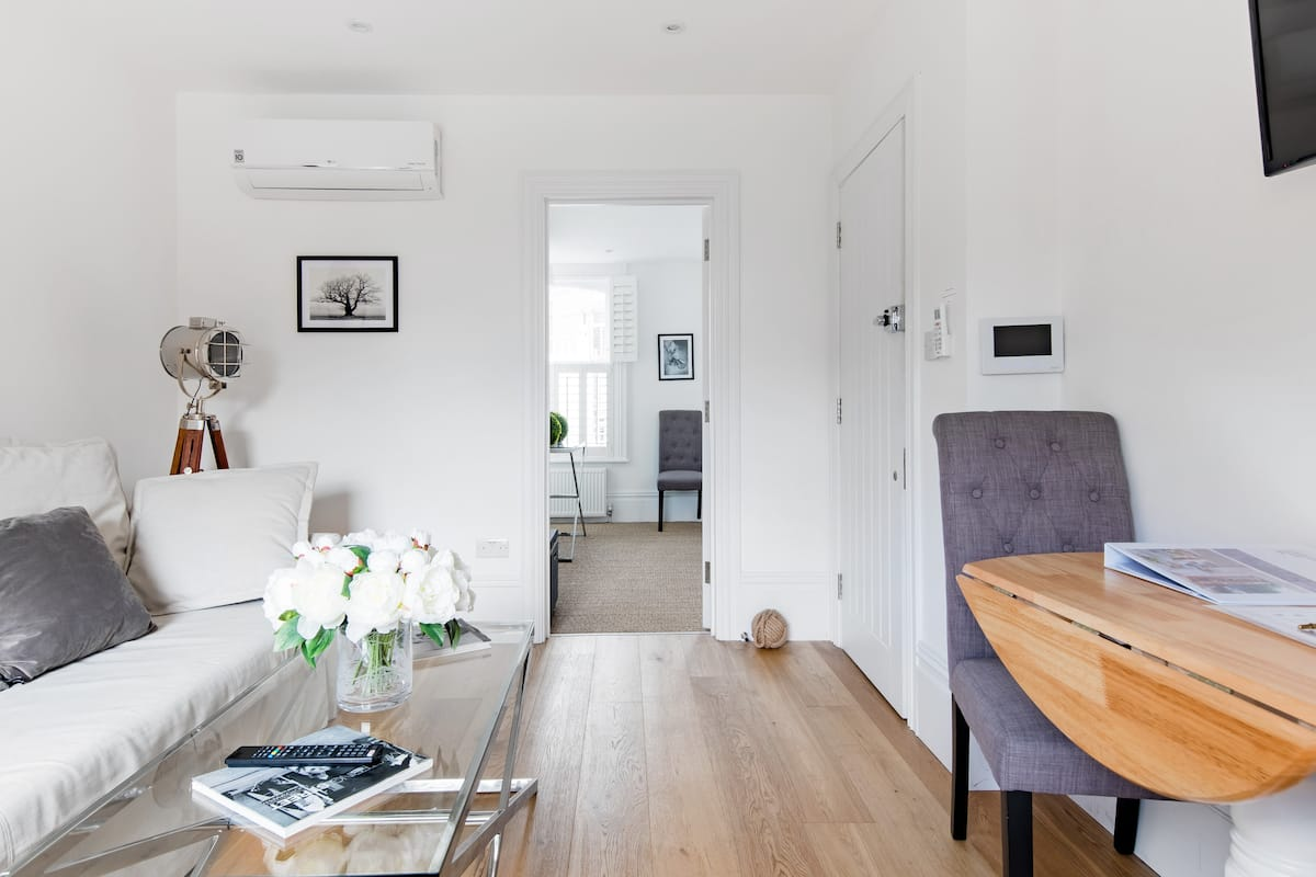 Elegantly Designed Flat by Fulham Broadway Tube/ Whole Foods