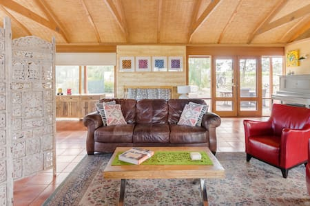 Country Living in Large Studio close to Celebrated Wineries