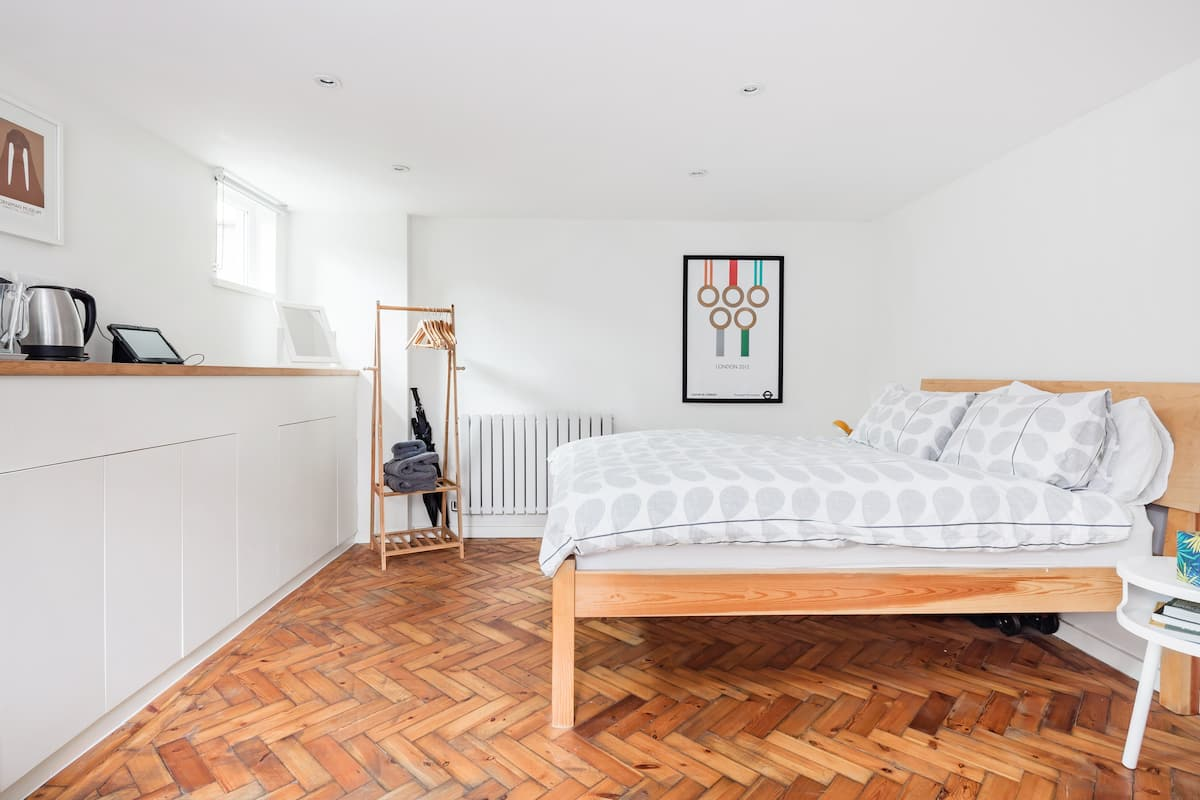 Self-Contained Studio in 1960s Forest Hill Family Home