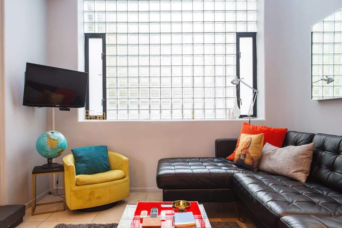 Relax in a Colorful Historic Condo in Gold Coast
