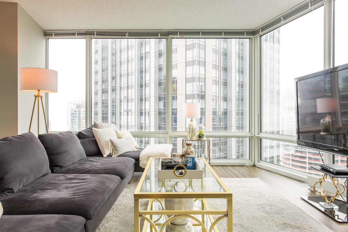 Lux Sky Home near Navy Pier and the Magnificent Mile