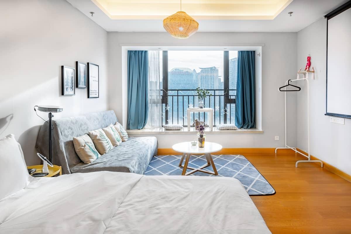 灰色原木风高端公寓,临春熙路太古里ifs地铁站普通公寓