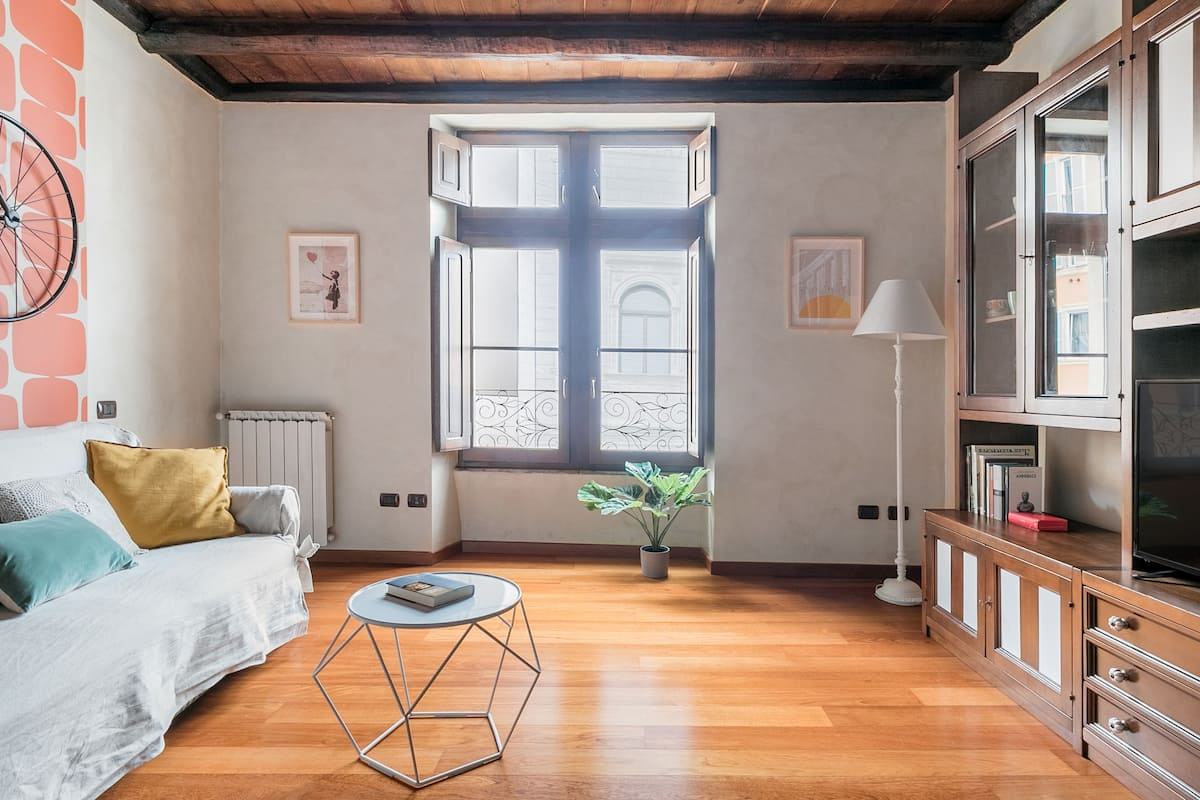 Explore Buzzing Campo de' Fiori at a Quirky, Colorful Abode