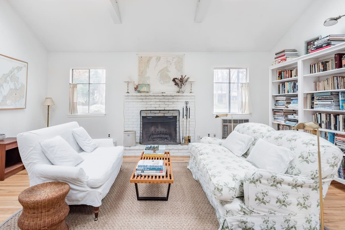 East Hampton Cottage with Backyard Screened Porch