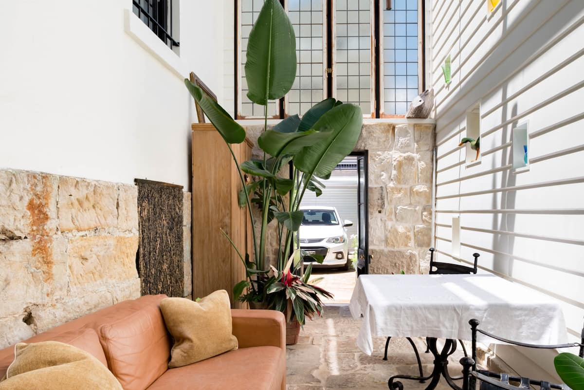Wombat Hollow Eye-Catching Convict Stone Apartment