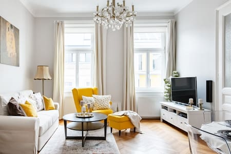 Sophisticated Viennese Apartment near Naschmarkt