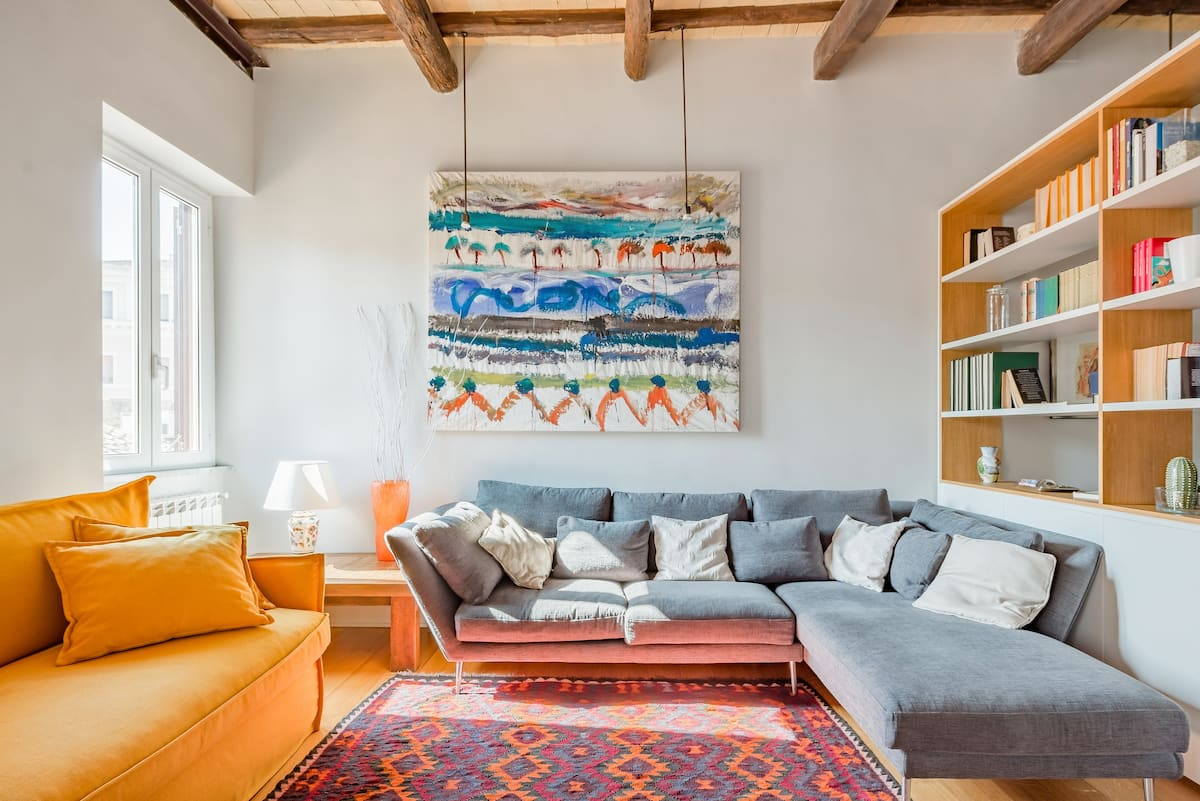 Appartamento con splendida vista sui tetti nello storico rione Borgo Pio