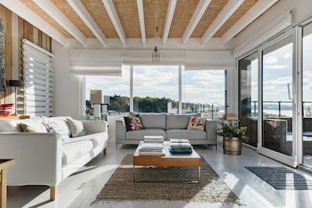 Splendide villa contemporaine face à la mer