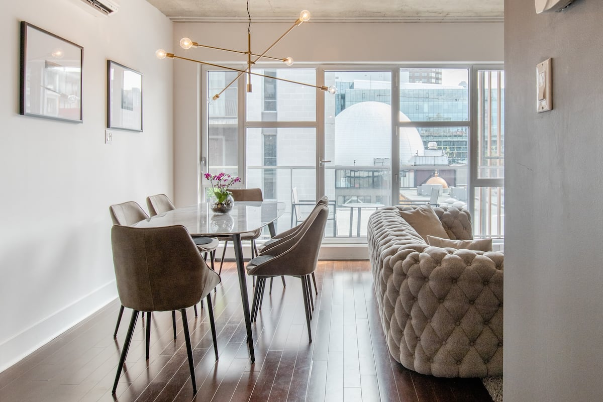 Downtown Luxe Apartment Off Ste-Catherine St Indoor Parking