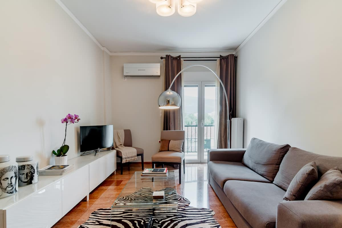 Sophisticated Flat Along the Marathon Route
