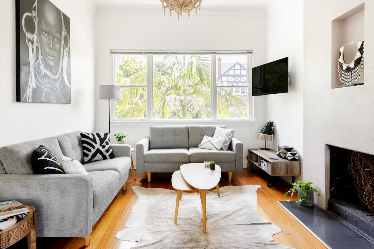 Light-Filled Top-Floor Apartment in Desirable Hawthorn