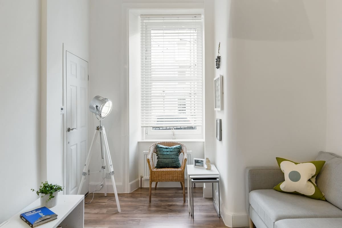 Experience Edinburgh from Comfy, Stylish Apartment