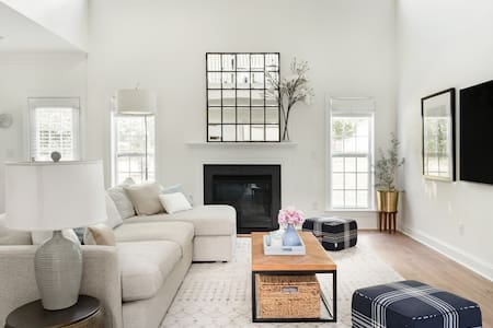 Unwind in Style & Comfort - Serene Home at South Charlotte