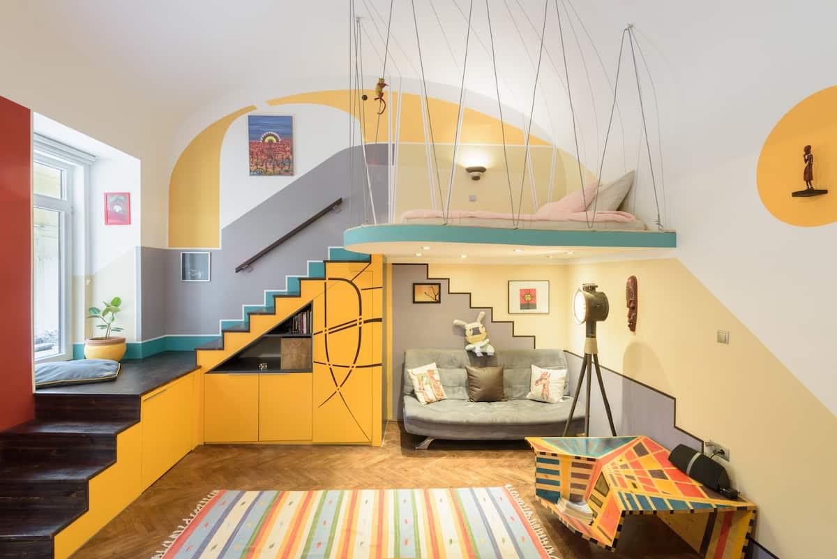 Colorful and Unique Studio in the 6th District