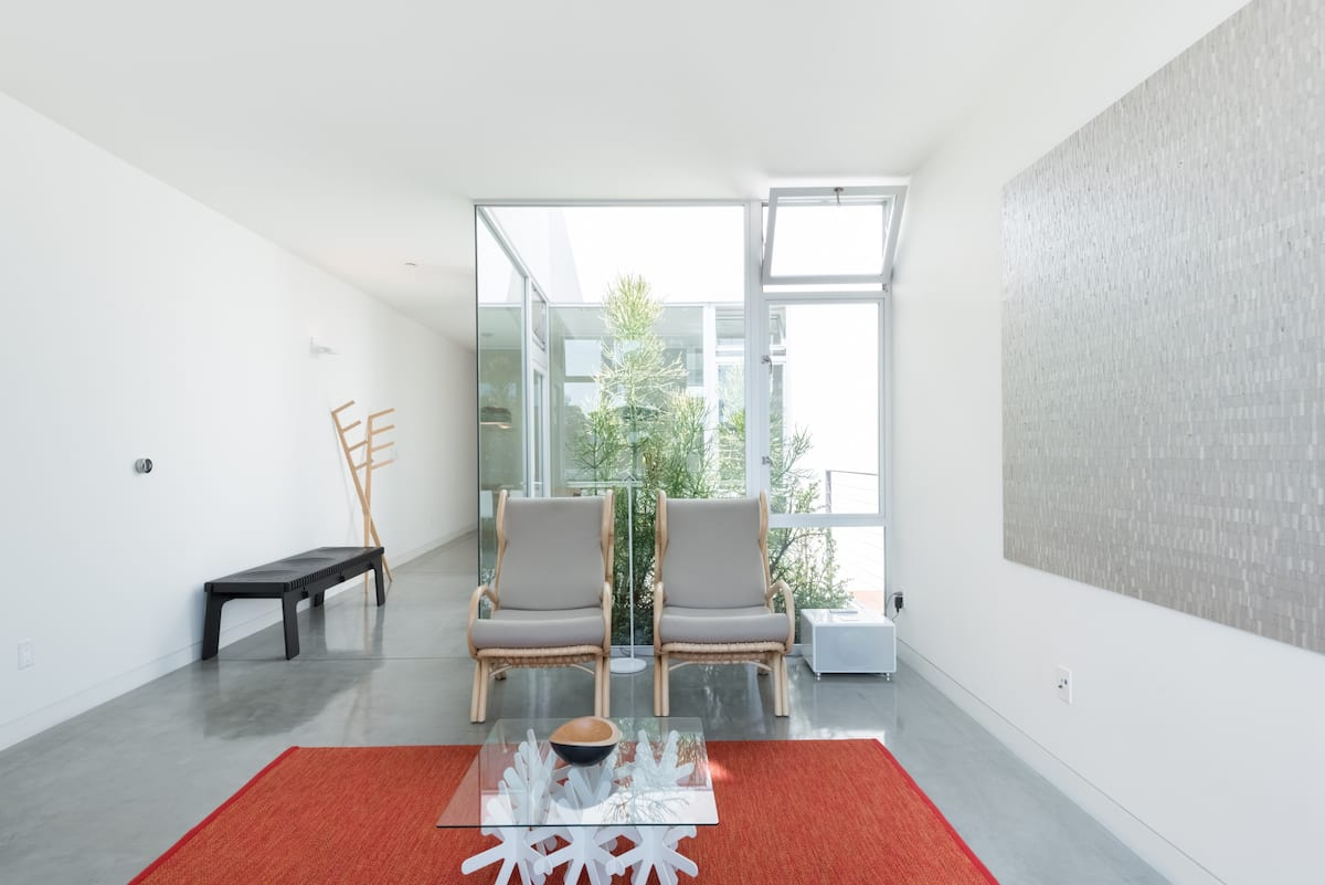 Find Peace at an Urban Oasis with Floor-to-Ceiling Glass