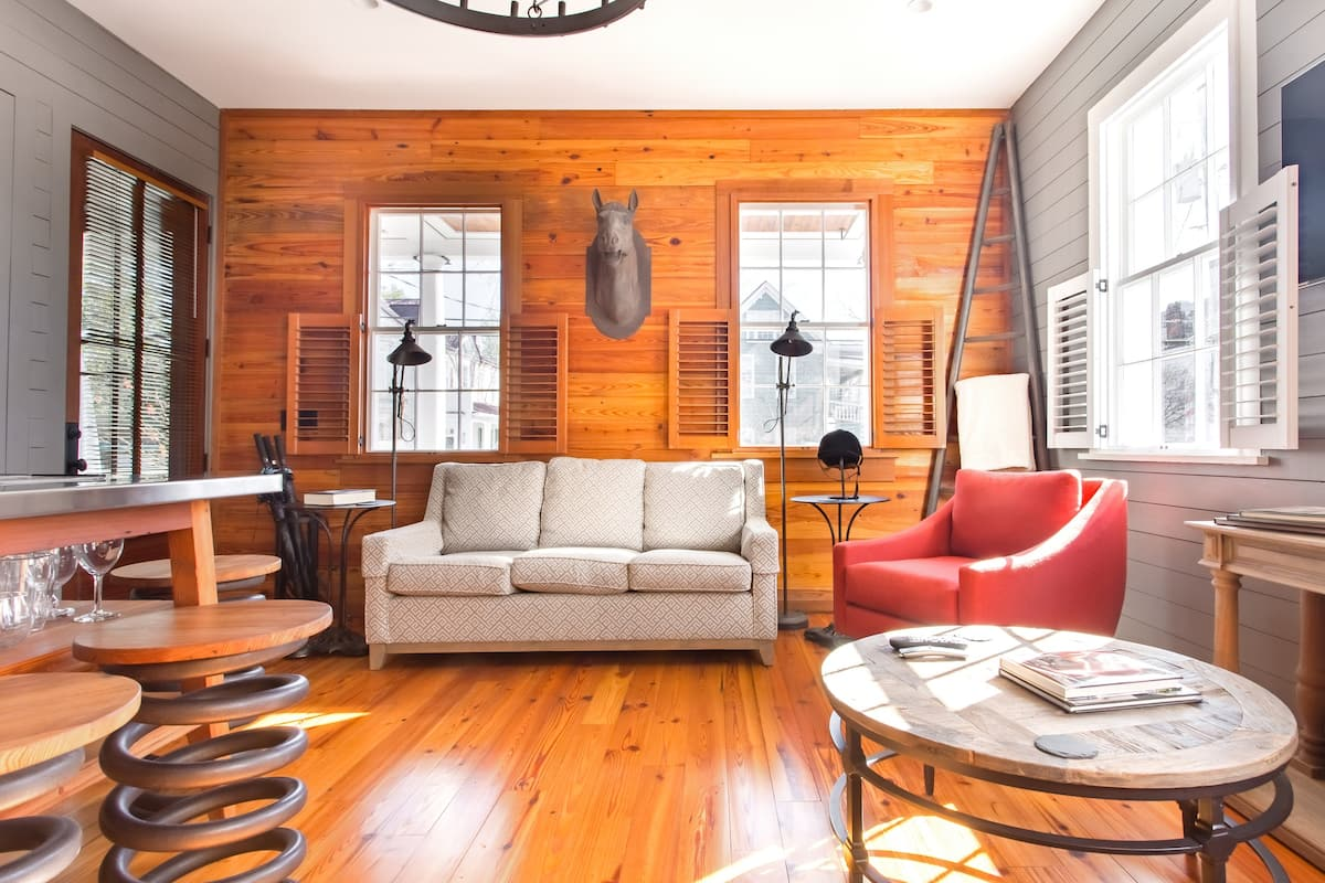 Timeless Renovated Efficiency in Downtown Charleston