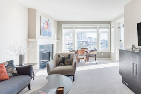 Spectacular Views from a Waterfront Condo near Pike Place