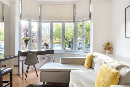 Interior Designed Flat near Kew Botanical Gardens