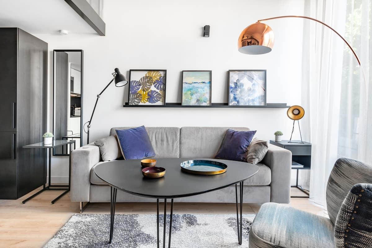 Loft Duplex design rénové avec élégance à Paris Convention.