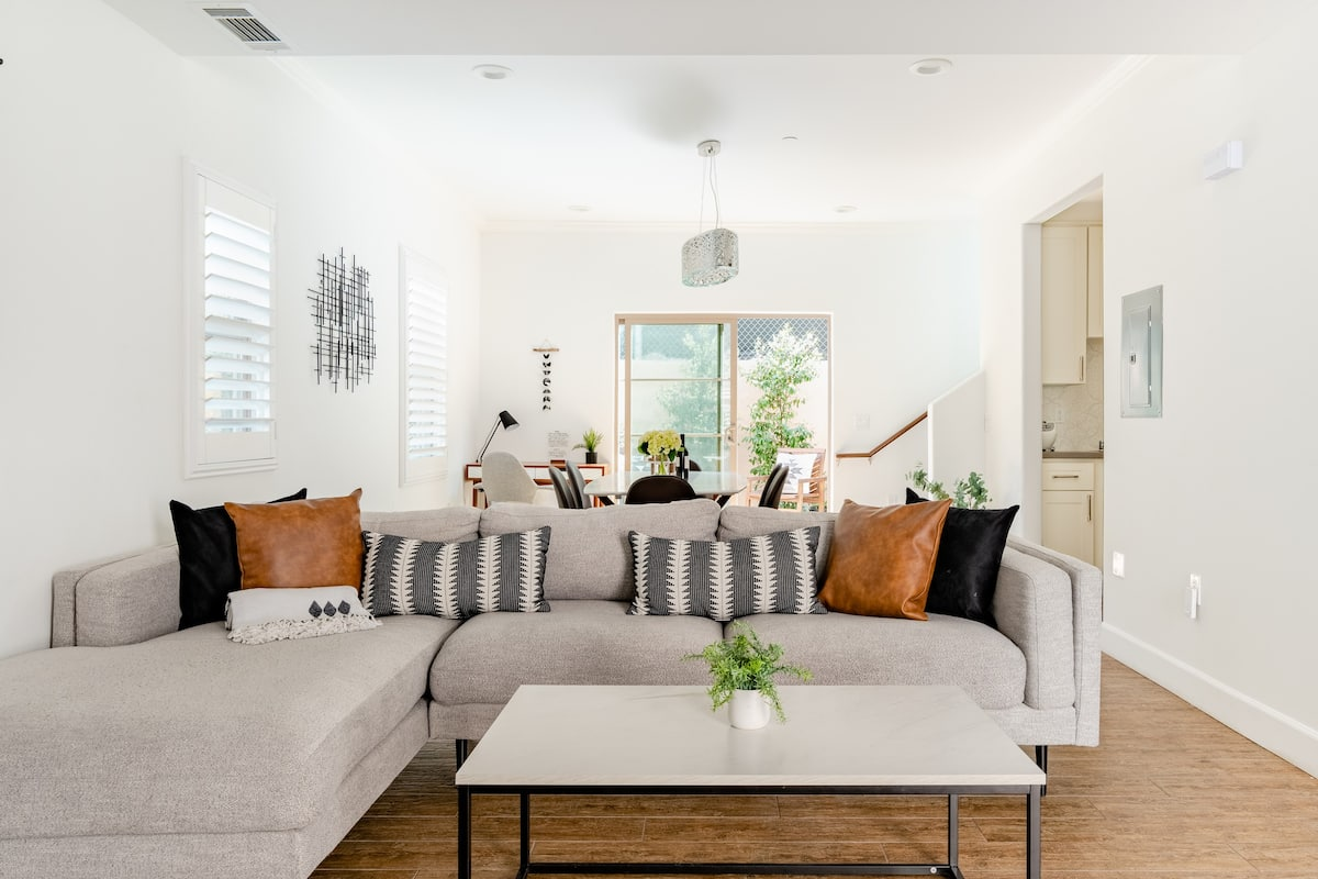 Stay Three- Sun Filled Town Home Near Downtown LA