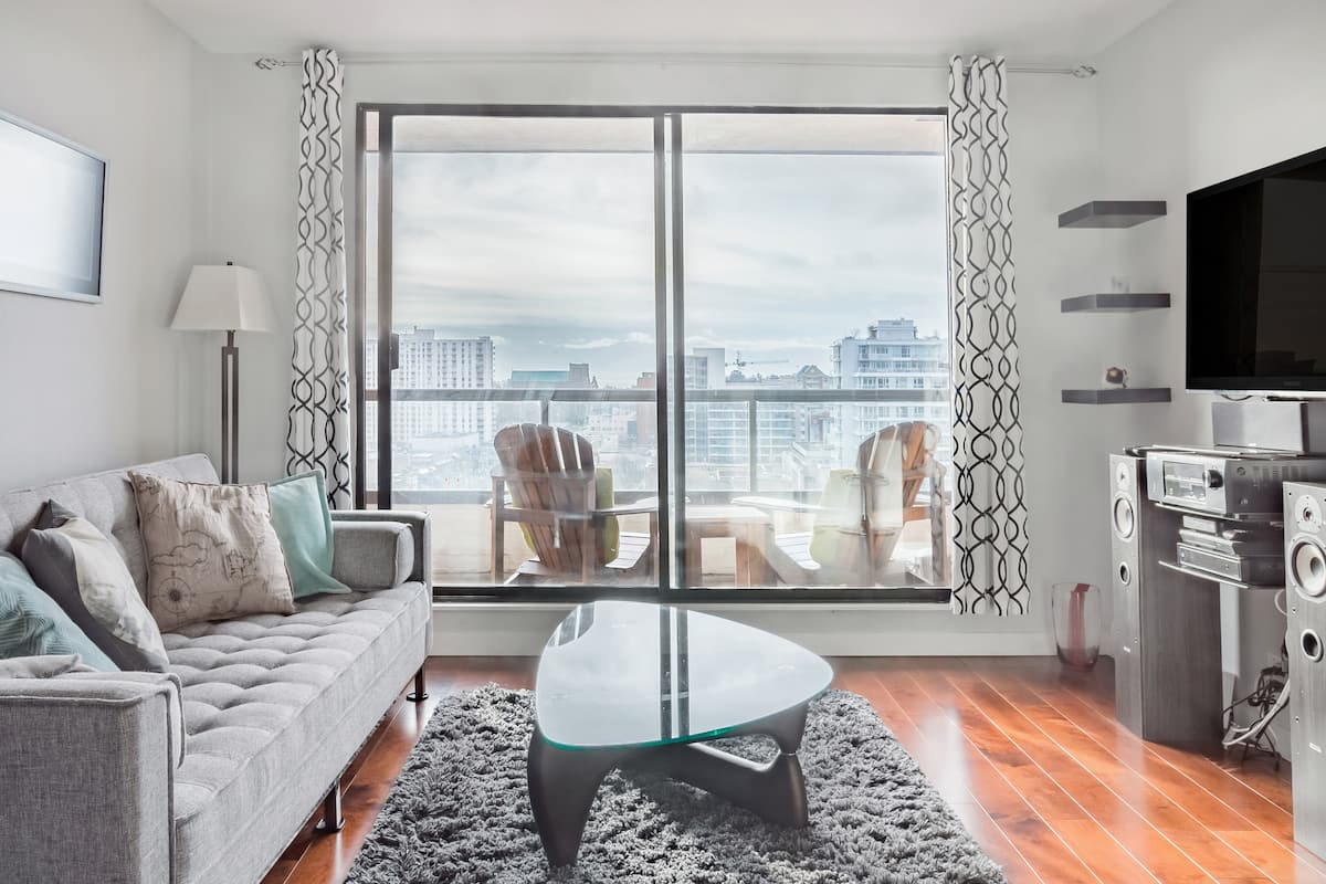Epic Ocean and Mountain Views from this Downtown Suite