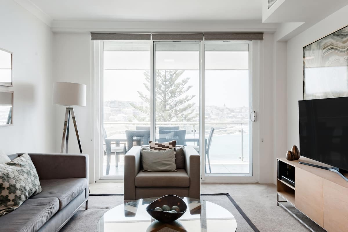 Stroll to Bronte Beach from an Apartment with Ocean Views
