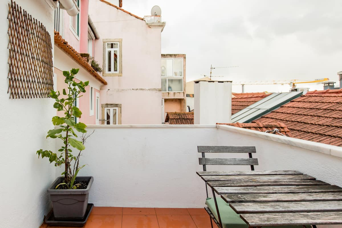 Refurbished Flat with Terrace in the Heart of Lisbon