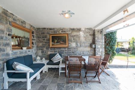 Accogliente Villa Rustica Affacciata sul Lago di Como