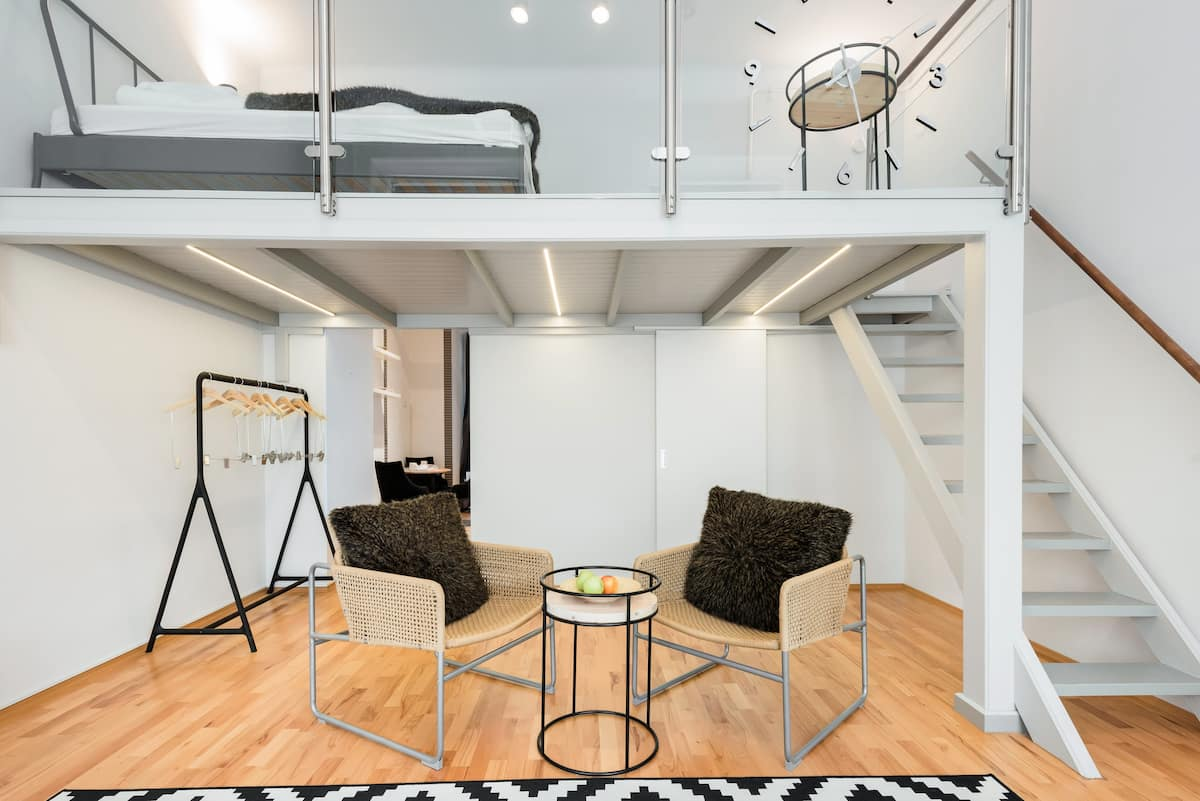 Modern, Fuss-Free Studio in the Central Party Neighborhood