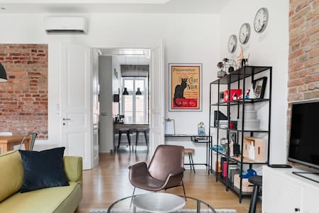Sunny Flat With Character in the Central Pedestrian Zone