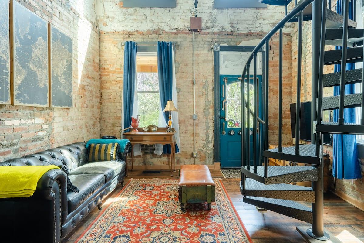 High Tech Renovation in an Arty Century House