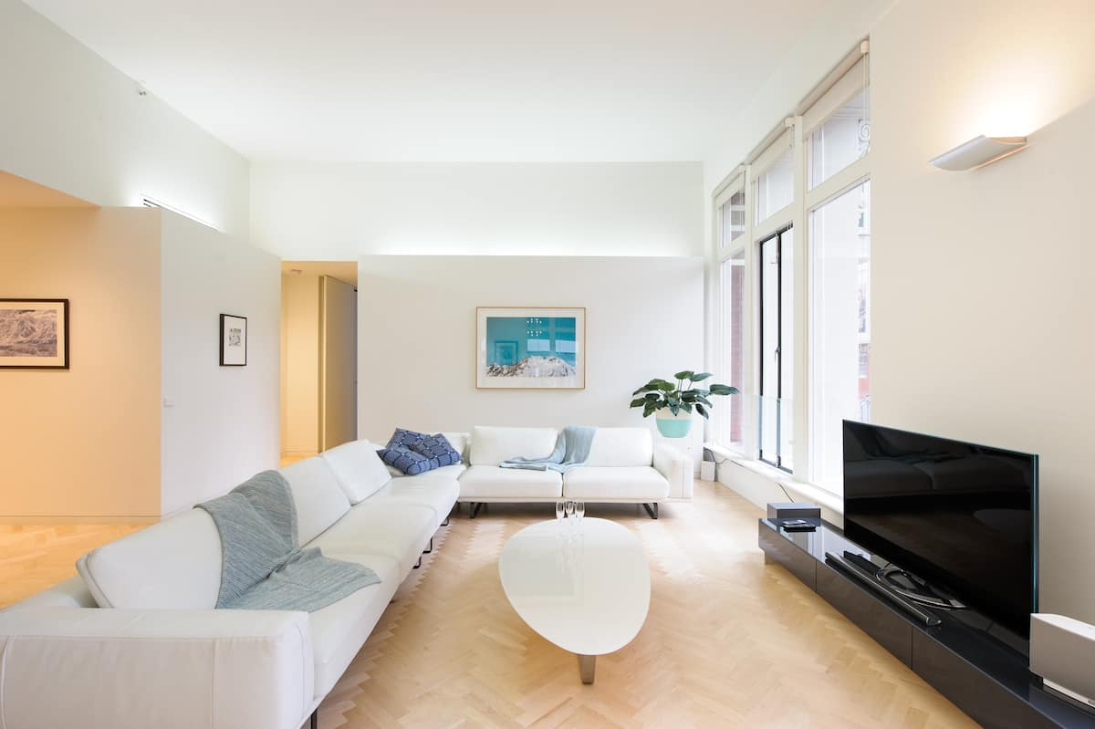 Luxury Apartment near Queen Victoria Market with Car Park