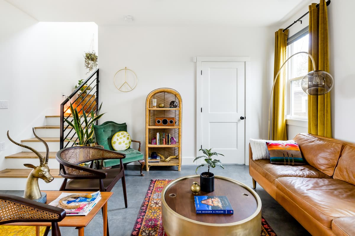 Explore Austin in a Creative and Cozy House in East Downtown