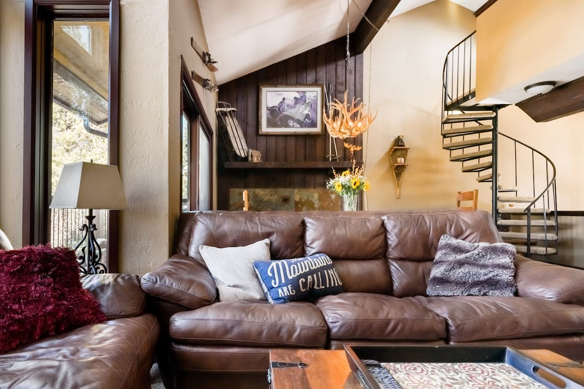 Penthouse Ski Condo with Balcony and Magnificent Views