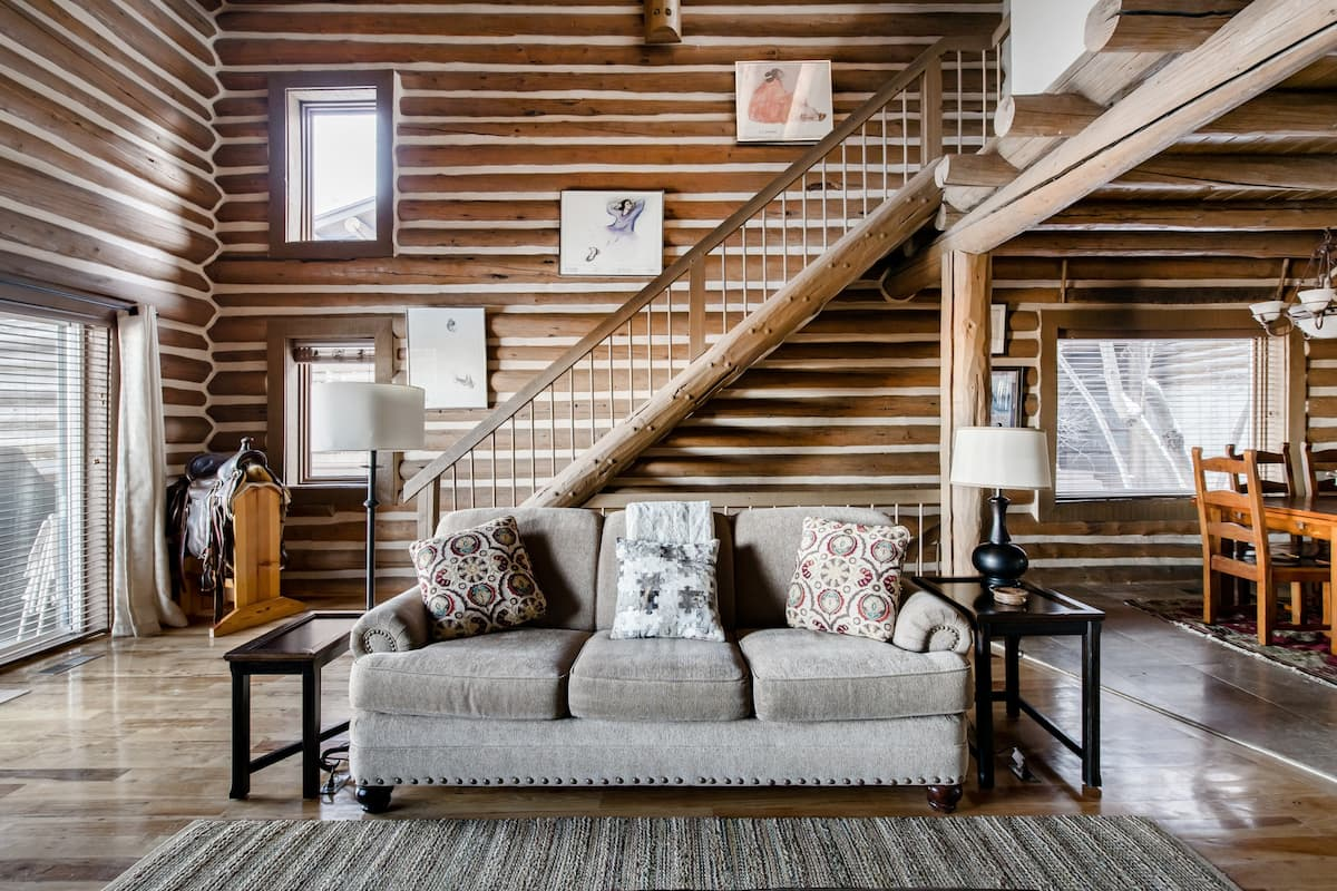 Ski Back to a Family-Friendly Home with Fire and Hot Tub