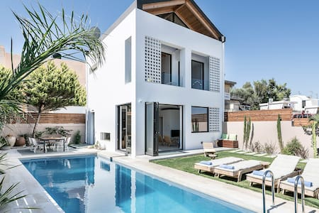 "Fos Villa a Contemporary Luxe House with Private ""Blue Sea"" Heated Pool"