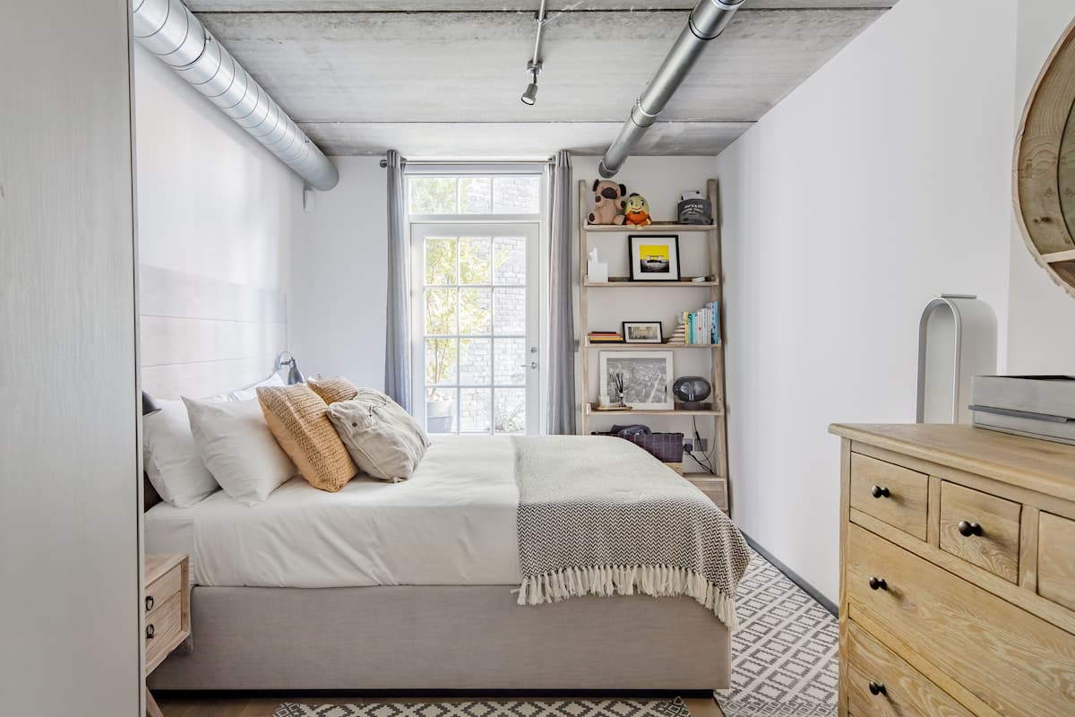 Industrial Loft-Style Flat near Museums and Markets