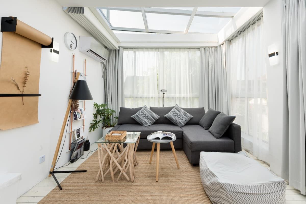 live-素简-晨曦 全景天窗浴缸的别墅,百寸投影有早餐