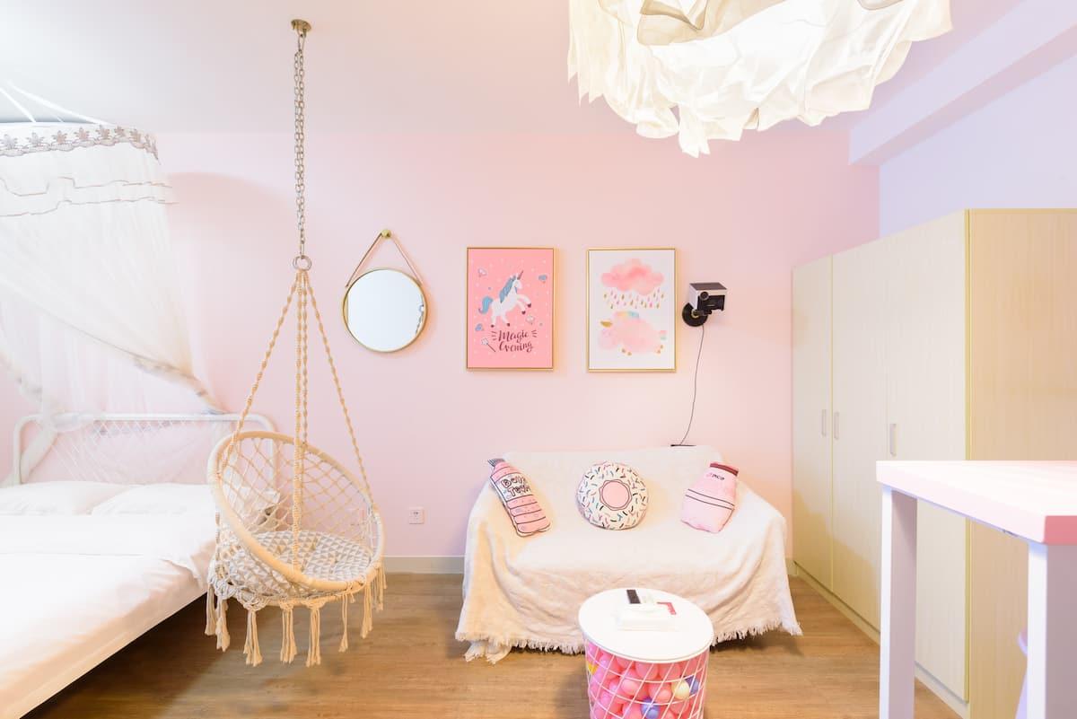 临近世界之窗且充满少女心的粉色小屋